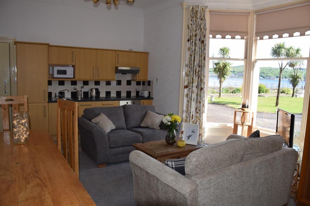 Ettrick Bay Livingroom